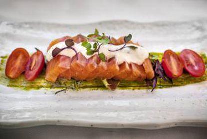 Víctor Membibre's salmon marinated with jade sauce and horseradish.