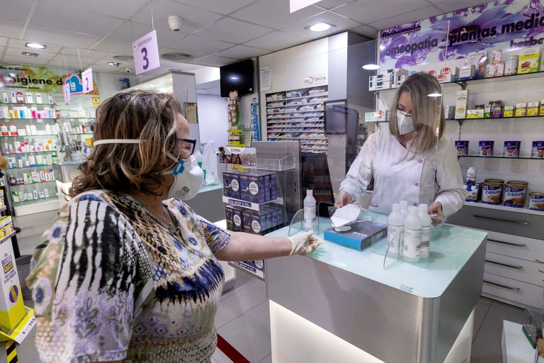 A pharmacy in Murcia selling PPE face masks.