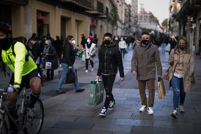 Pedestrians in Barcelona, Catalonia, where worsening coronavirus figures may lead to a revised Christmas coronavirus plan.