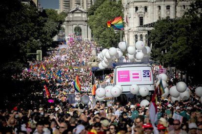 A view of Saturday's parade between Puerta de Alcalá and Plaza de España.