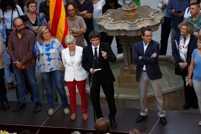 Carles Puigdemont met with teachers in favor of the banned October 1 independence referendum at Generalitat Palace in Barcelona.