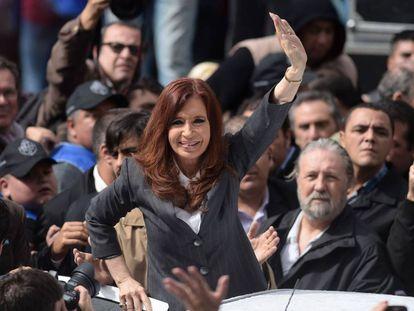 Fernández de Kirchner greets crowds after court appearance.