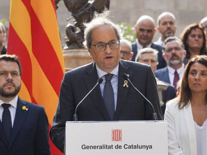 Catalan premier Quim Torra and aides observing the referendum anniversary.