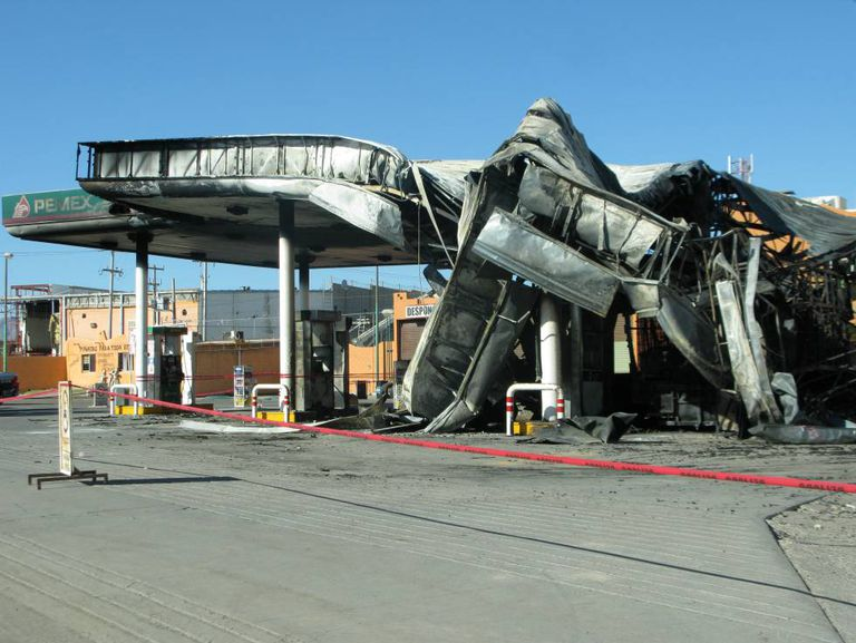 The blaze destroyed the filling station in Ciudad Juárez.
