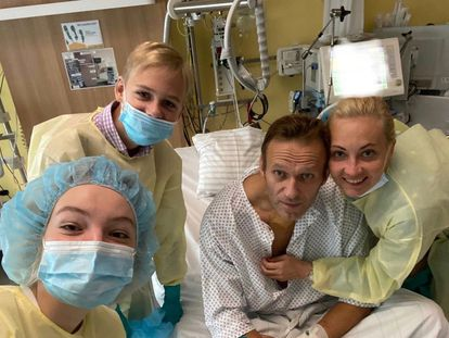 Russian dissident Alexei Navalny with his family in Charité Clinic in Berlin, where he was admitted after being poisoned with Novichok nerve agent.