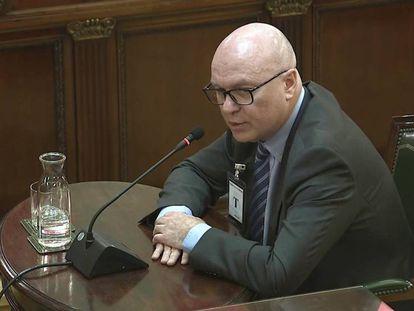 Emili Quevedo testifying at the Supreme Court.