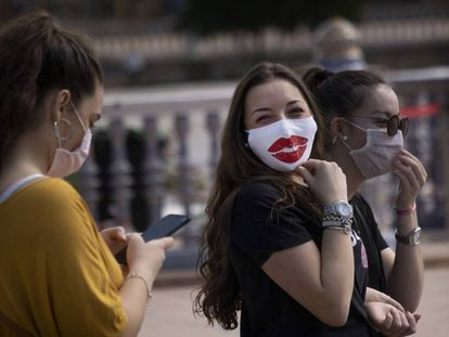 Passers-by wearing masks in Seville on Friday.