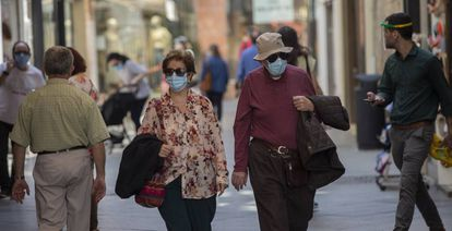 People in Spain wear face masks to prevent coronavirus contagion.