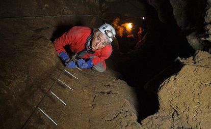 Juan Luis Arsuaga climbs down into the Bone Pit.