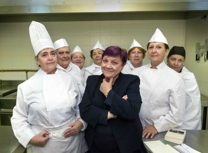 The Lideresas recreate the photo of Spanish chef Fernando Adriá and his crew of chefs.