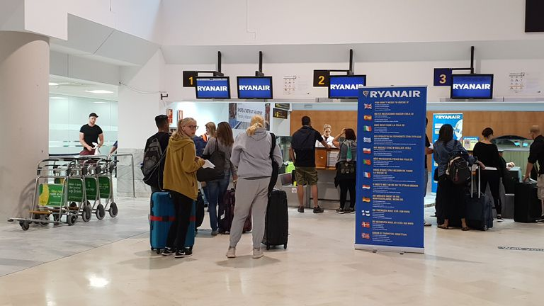 Passengers this week at the Ryanair counter in Madrid-Barajas airport.