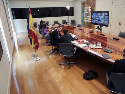 Prime Minister Pedro Sánchez during today's videoconference call with Spain's regional premiers.