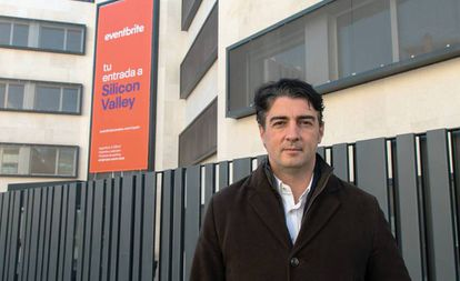 Javier Andrés, Eventbrite's director for Spain and Portugal, in front of the new headquarters in Madrid.