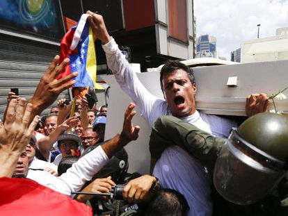 Venezuelan opposition leader Leopoldo López gets into a National Guard armored vehicle in Caracas February 18, 2014.