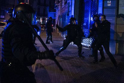 Clashes following the arrest of Carles Puigdemont.