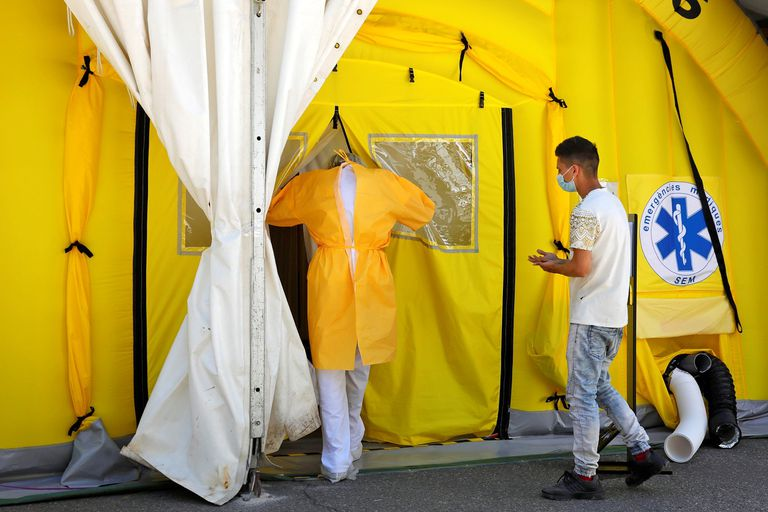 A field hospital in Lleida set up to deal with the rising number of coronavirus cases in the area.