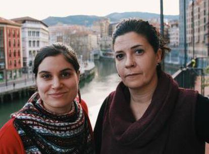 Marisa Sanz (r) of the Basque branch of Doctors of the World, and Iratxe Pérez, a nurse and anthropologist.