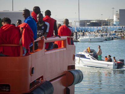 Migrants arrive in Tarifa.