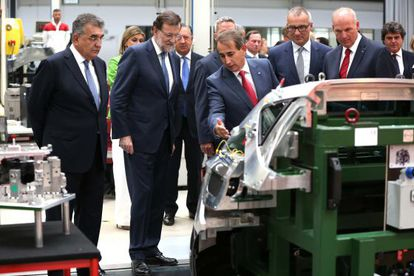 Prime Minister Mariano Rajoy (second from left) at Seat's Martorell plant in early September.