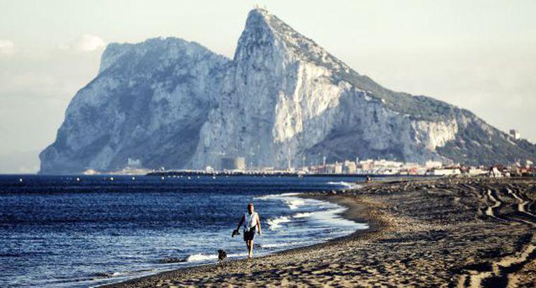 Atunara beach in La Línea de la Concepción, with Gibraltar in the background.
