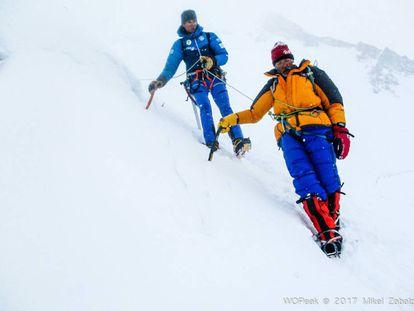 Alberto Iñurrategi guides Italian climber Valerio Annovazzi, after his rescue on Gasherbrum II