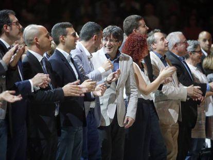 Catalan Premier Carles Puigdemont (center).