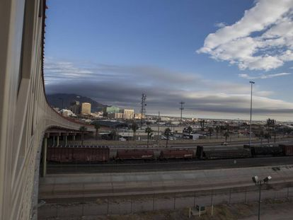 Freight trains at the border crossing of El Paso, in Texas.