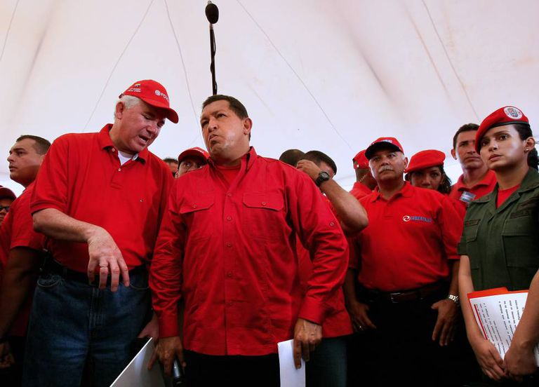 Former Energy and Oil minister Rafael Ramírez (l) and former Venezuelan president Hugo Chávez in 2008.