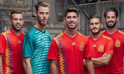 Spain players Alba, De Gea, Asensio, Koke and Isco, in the new jerseys.