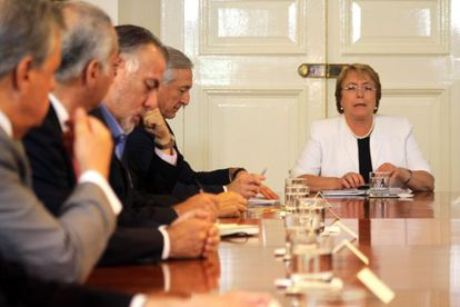 President Michelle Bachelet meets with her Cabinet.