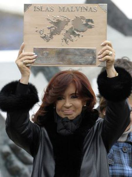 Argentinean President Cristina Fernández de Kirchner holds up a plaque before delivering a speech in 2012.