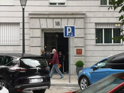 The door to the hotel in Madrid where Madrid Premier Isabel Díaz Ayuso has been staying since mid-March.