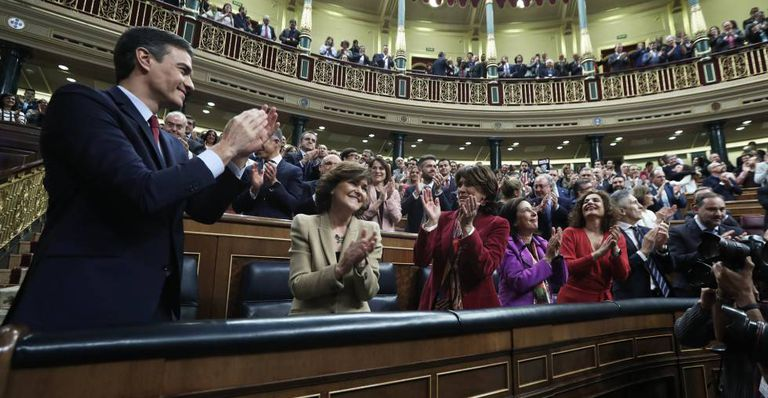 Spanish Prime Minister Pedro Sánchez celebrates the successful investiture bid on Tuesday in Congress.