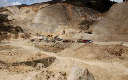 Colombian police shut down an illegal quarry in Soacha.