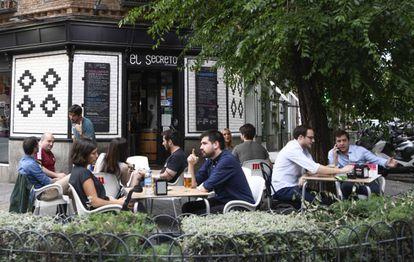 El Secreto's sidewalk café on Ponzano.