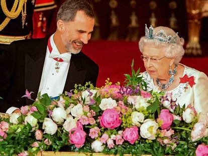 Queen Elizabeth and King Felipe during Wednesday's official dinner.