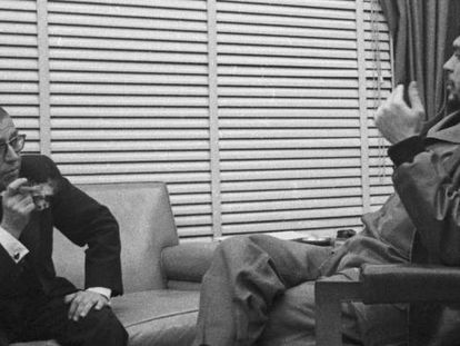 Che Guevara (r) with Jean-Paul Sartre in Cuba in 1960.