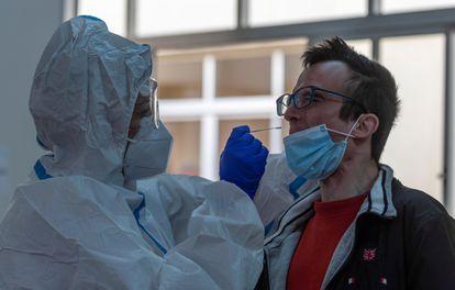 A coronavirus test is administered in Palma de Mallorca on Sunday.