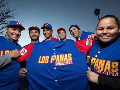 Members of the Madrid softball team, Los Panas de Venezuela. From left to right: Luis Salazar, Gerson Godoy, César Pérez, Carlos Alfaro, Víctor Miraglia and Marielis Sánchez.