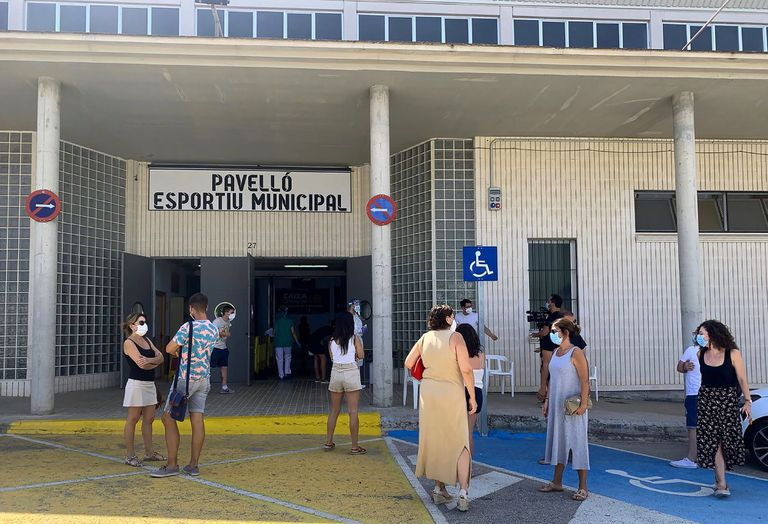 Locals from Benigànim, Valencia wait outside a sports center for PCR coronavirus tests.