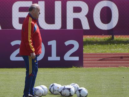 Spanish headcoach Vicente Del Bosque attends a training session in Gniewino on June 13.