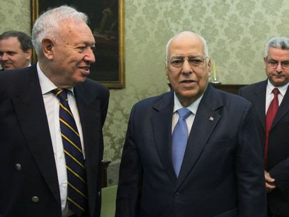 Interim Foreign Minister José Manuel García-Margallo and Cuban Vice President Ricardo Cabrisas in Madrid on Tuesday.