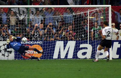 Oliver Kahn saves Mauricio Pellegrino's penalty in the 2001 Champions League final, giving the German side its fourth triumph.