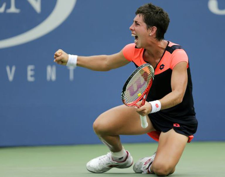 Carla Súarez beats Germany's Angelique Kerber to make the quarters of the US Open on Sunday.