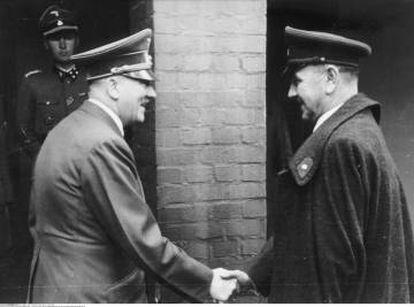 Adolf Hitler (l) and Ante Pavelić in 1944.