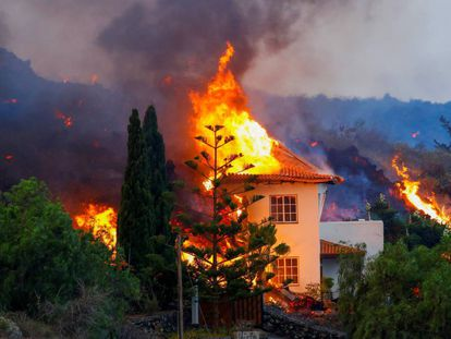A house burns on Monday in Los Llanos de Aridane after being reached by the lava.
