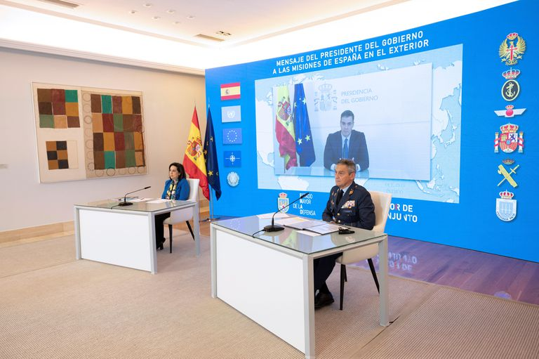 Defense Minister Margarita Robles (l) and Chief of the Defense Staff Miguel Ángel Villarroya in Madrid.