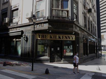 Businesses shuttered due to the coronavirus pandemic in the Retiro neighborhood of Buenos Aires.