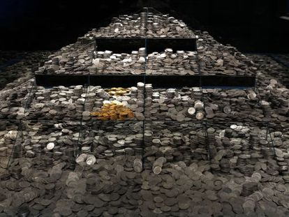 Thirty thousand silver coins from the Mercedes are on display at the National Archeology Museum in Madrid.
