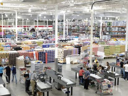 The new Costco warehouse club in Seville.